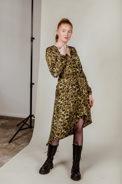Satijn leopard mid dress wikkel army