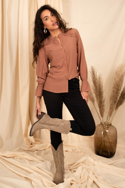 Long sleeved blouse with lace ruffle brique