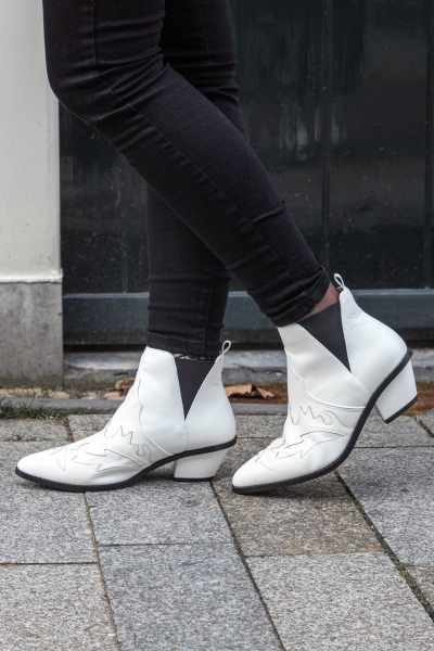 Ankle cowboy bootie wit
