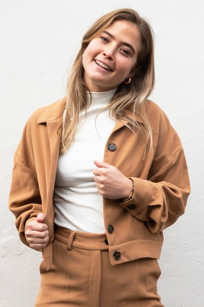 Short gathered jacket cognac