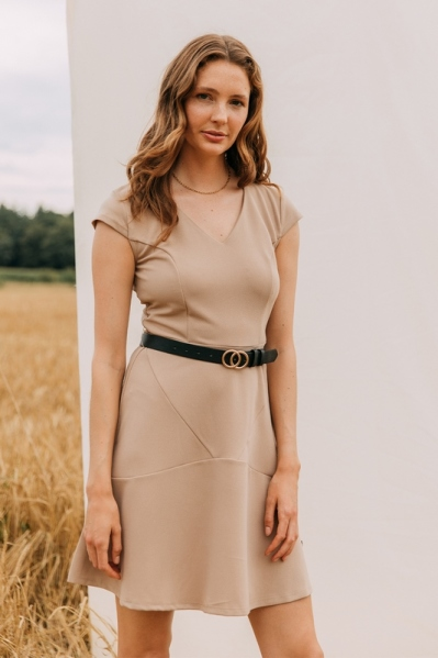 Scuba crepe dress with partitionseams and belt beige