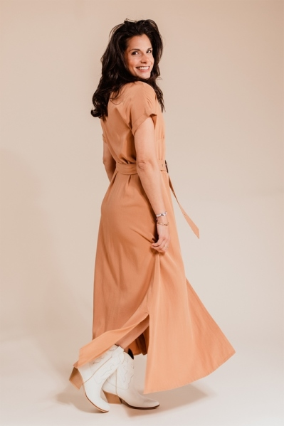 Tencel dress with buttons and belt cognac