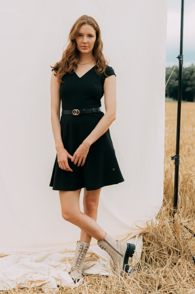 Scuba crepe dress with partitionseams and belt zwart