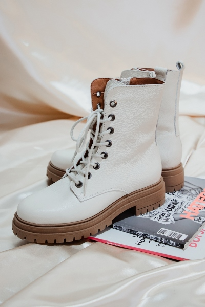 Veterboot laag donkere zool off white